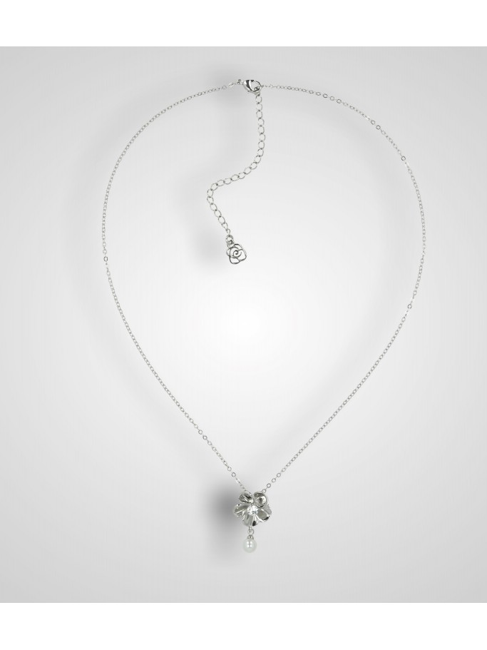 NECKLACE WITH FLOWER AND PEARL